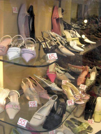 Les chaussures: nous avons toutes les gammes de chaussures:chaussures pour femmes, enfants. ...